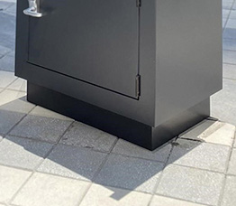 Secure valet parking stand - skirting